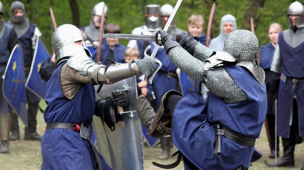 Im mittelalterlichen Schaukampf hat die Berliner Rittergilde ein einzigartiges Kampfsystem