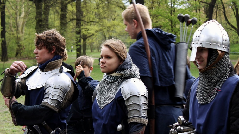 Schaukämpfer in Ritterrüstung